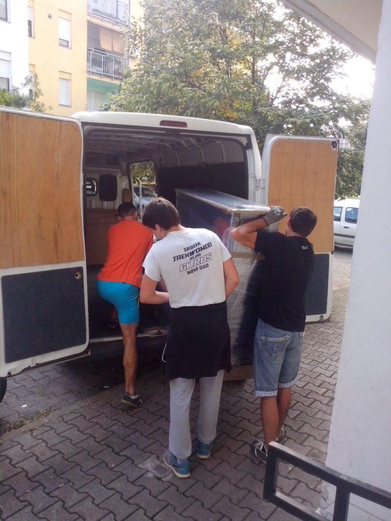 Preseljenje pijanina sa iskusnim radnicima u Puškinovoj ulici